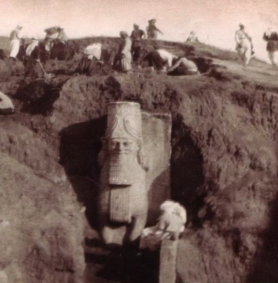 9th century BC Assyrian statue at the Nergal Gate_1.png